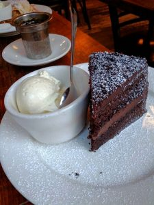 Lisa Ryan Grategy cake